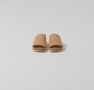 Hender Scheme × カリモク「 km-s-01 / sandal 」