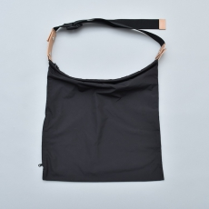 "WHOWHAT「WRAP BAG "" S "" / BLACK」*limited spot item"