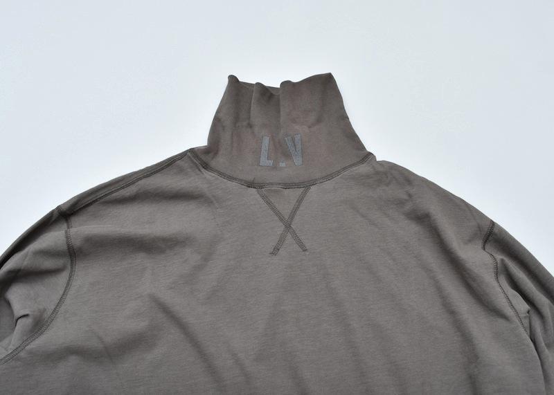 ESSAY「TS-2 - LV HIGHNECK TEE / khaki grey」