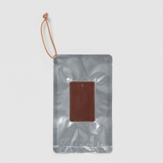 Hender Scheme「fragrance tag / smoky leather」