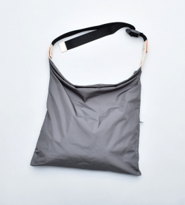 "WHOWHAT 「WRAP BAG "" S "" / CHARCOAL GRAY」*restock"