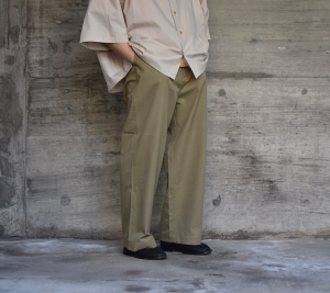 AURALEE「 WASHED FINX LIGHT CHINO WIDE PANTS 」