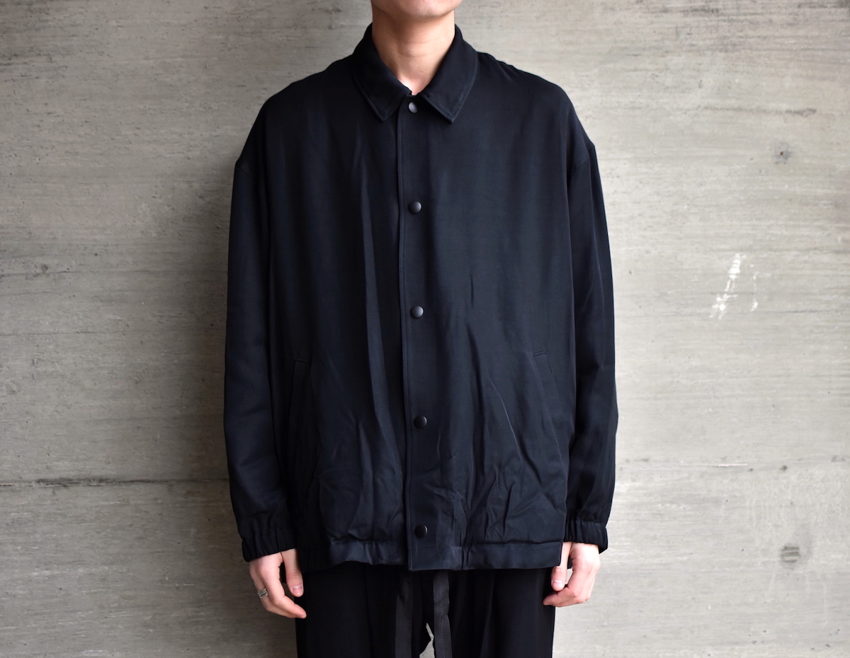 WHOWHAT  「 RAYON COACH JACKET / BLACK 」