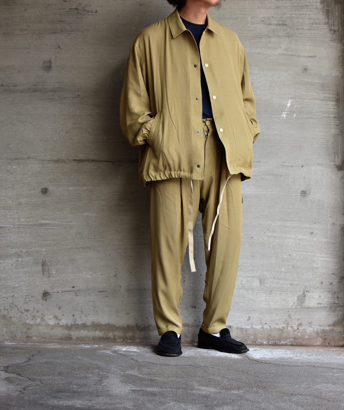WHOWHAT 「 RAYON TUCK PANTS / KHAKI BEIGE 」