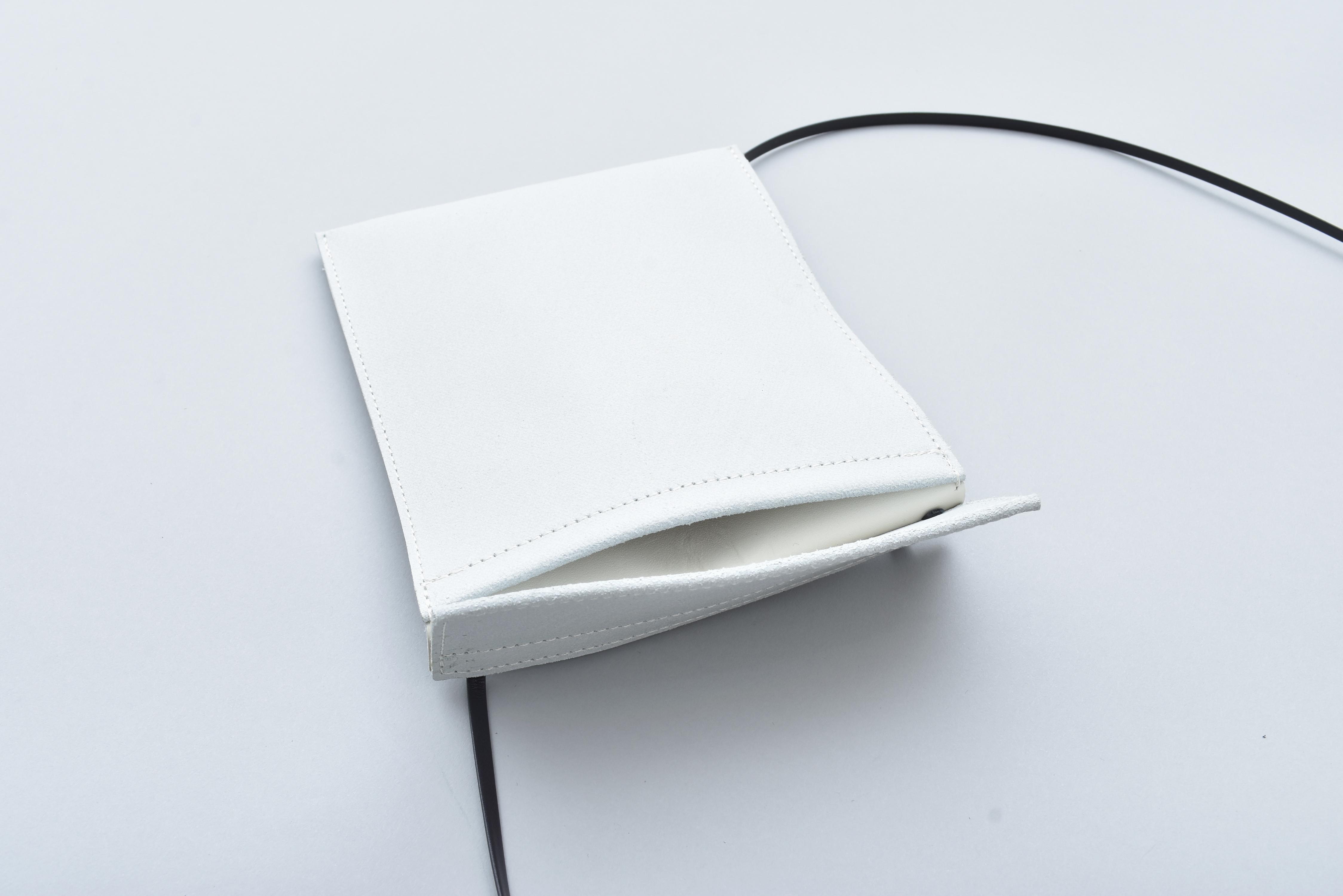 AUGUSTE-PRESENTATION「サコッシュ / WHITE」