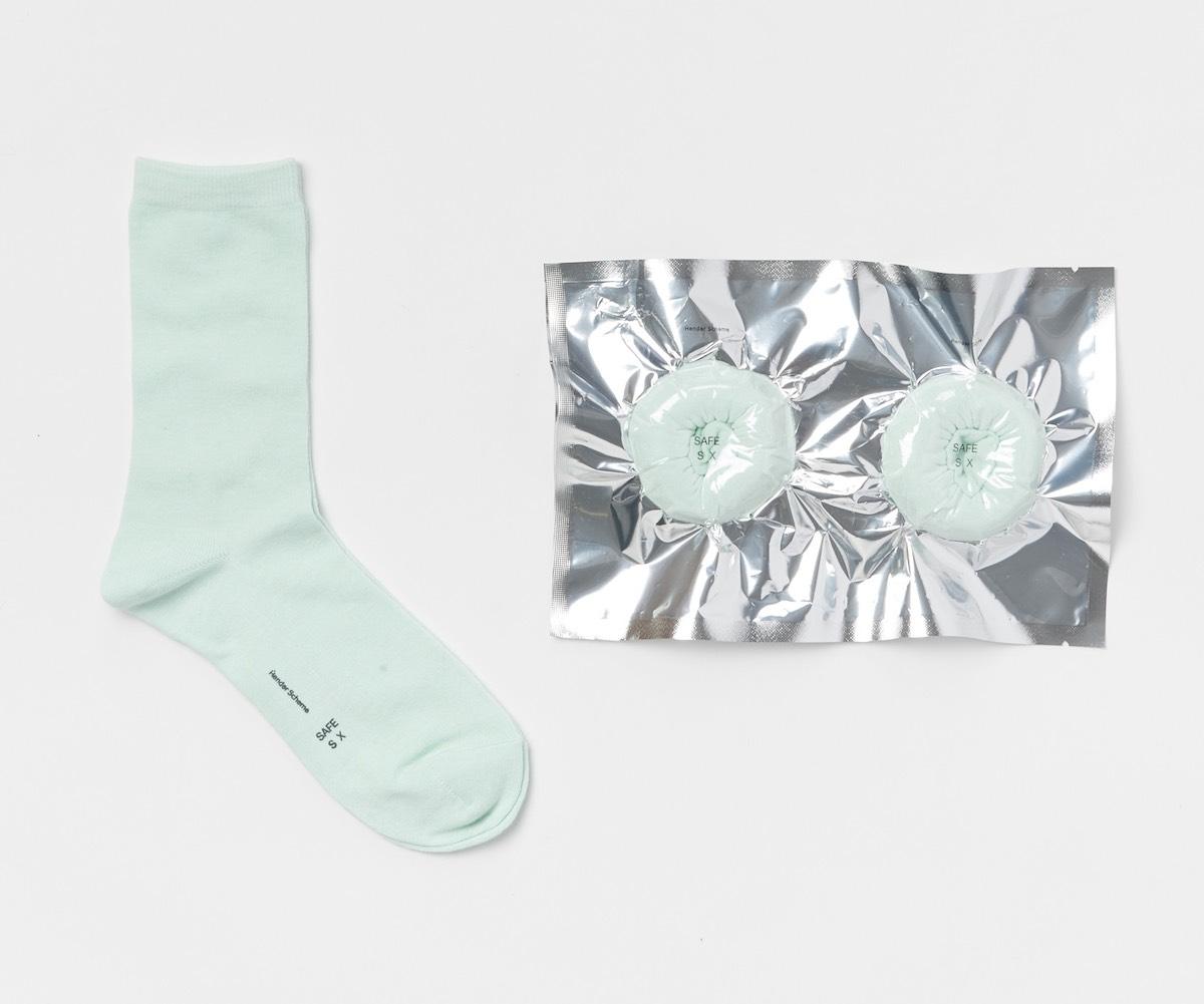Hender Scheme「 safe socks with dot 」