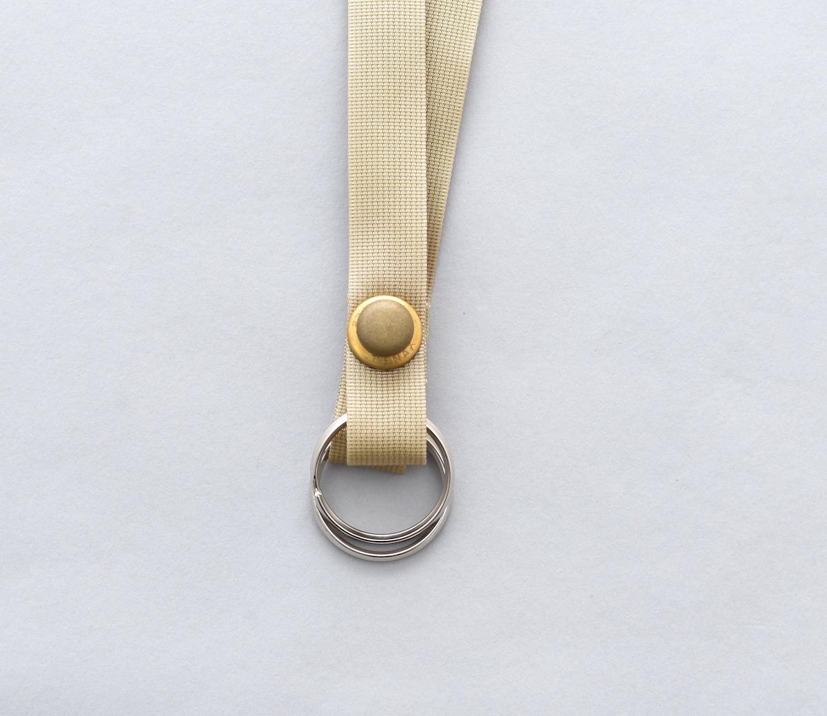 MAN-TLE × SISTER「 R7 – LONG KEY RING / BEIGE × BRASS SNAP」