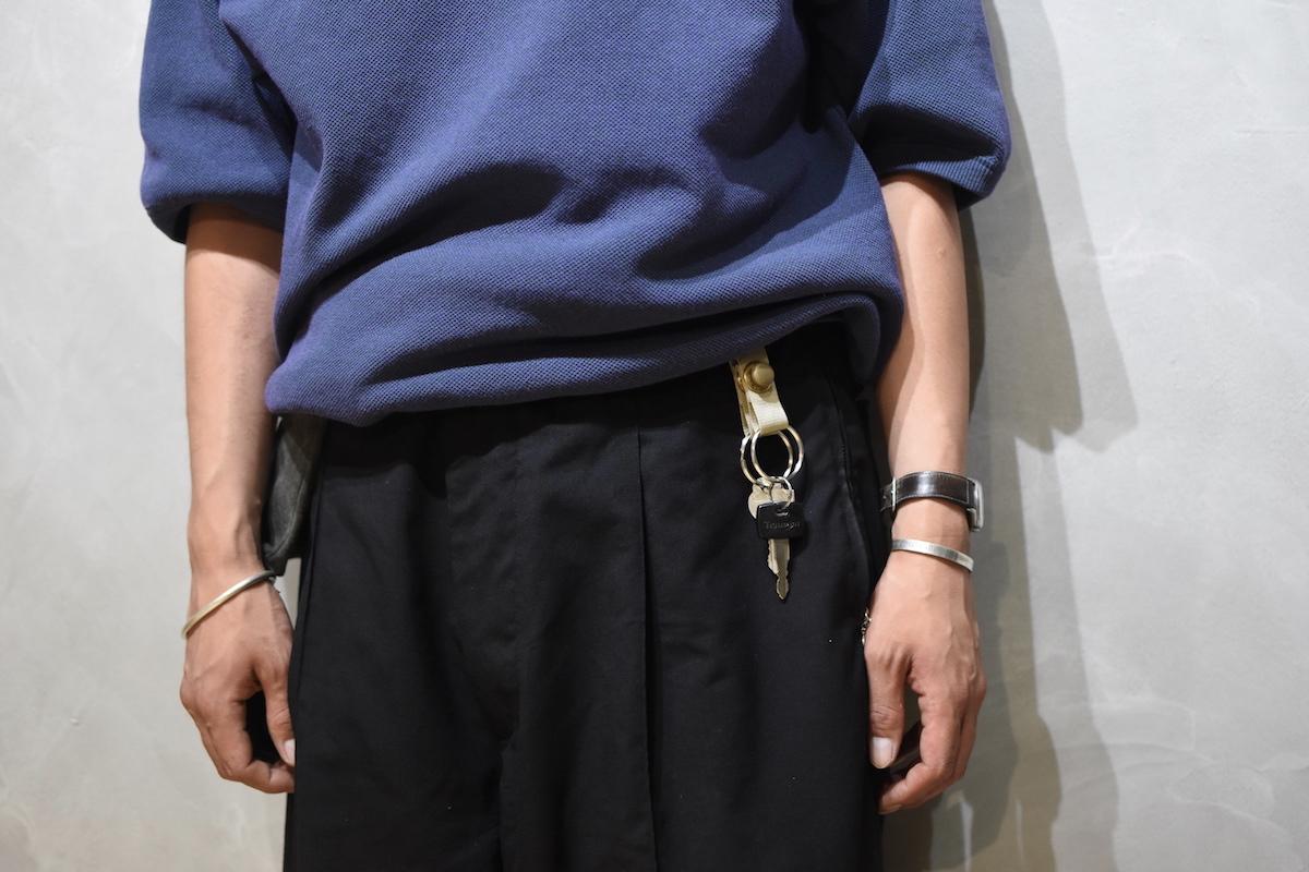 MAN-TLE × SISTER「 R7 – SHORT KEY RING / BEIGE × BRASS SNAP」