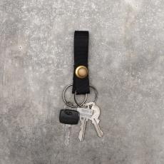 MAN-TLE「 R7 – SHORT KEY RING / BLACK × BRASS SNAP」