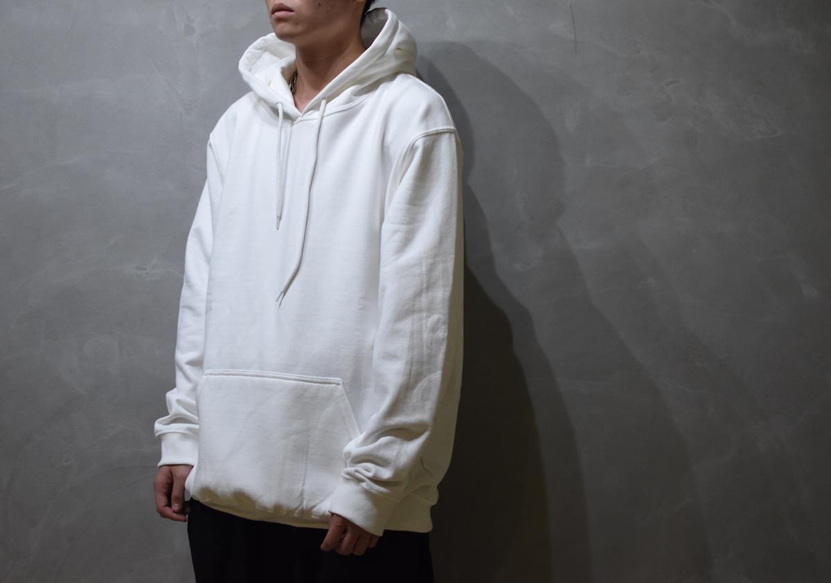 AUGUSTE-PRESENTATION × 荒川玄二郎 「 ばんざい リメイクスウェットパーカー / WHITE 」