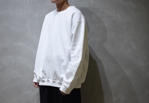 AUGUSTE-PRESENTATION × 荒川玄二郎 「 ばんざい リメイクスウェット / WHITE 」
