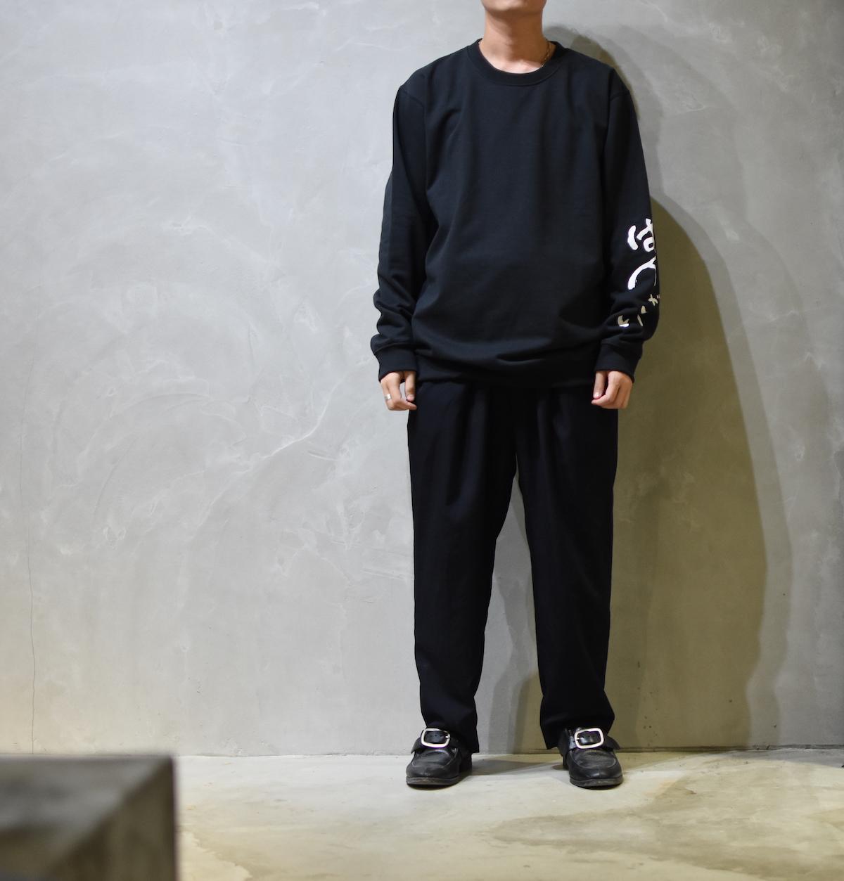 AUGUSTE-PRESENTATION × 荒川玄二郎 「 ばんざい リメイクスウェット / BLACK 」