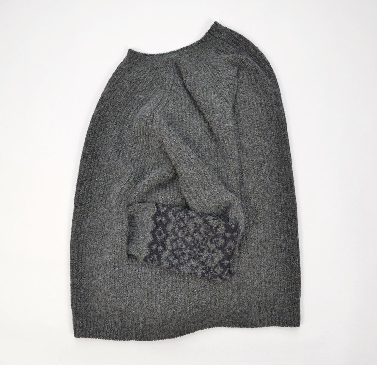 AUGUSTE-PRESENTATION 「 英国羊毛 × シルク・アンゴラニット / 寄木KHAKI 」