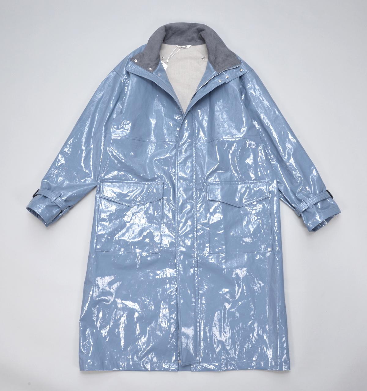 AURALEE 「 LINEN ENAMEL LAMINATE LONG COAT / BLUE 」