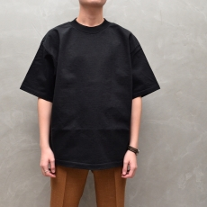 AURALEE 「 STAND-UP TEE / BLACK 」