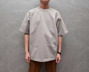 AURALEE 「 STAND-UP TEE / PALE GRAY 」