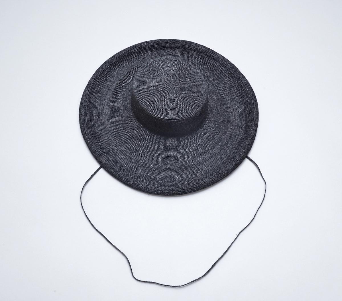 凹凸 -bocodeco- 「 Raffia Braid Roll-Up Brim Hat / BLK 」