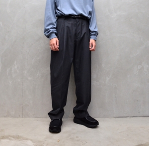 AURALEE 「 BLUE FACED WOOL WIDE SLACKS - TOP CHARCOAL 」